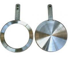 Flange spade and ring spacer